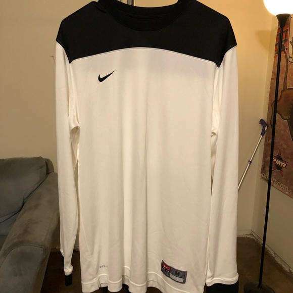 FREE SHIPPING DRI FIT BASKETBALL LONG SLEEVE WARMUP SHIRT NWT NIKE